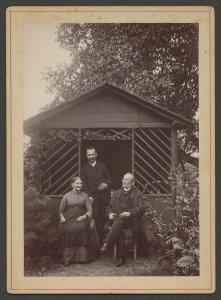 [Blaschka family in their garden] [picture]