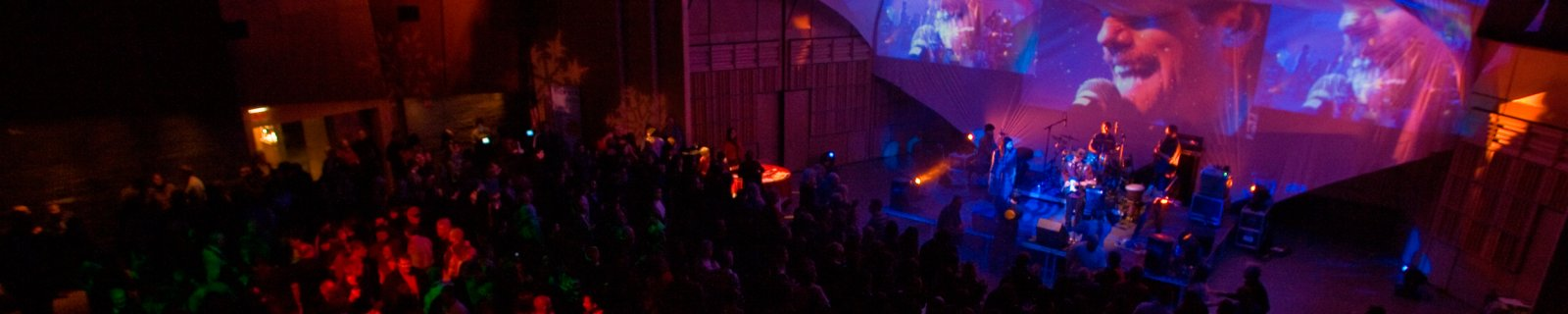 Enjoy an evening of live music and hot glassmaking at 2300° events.