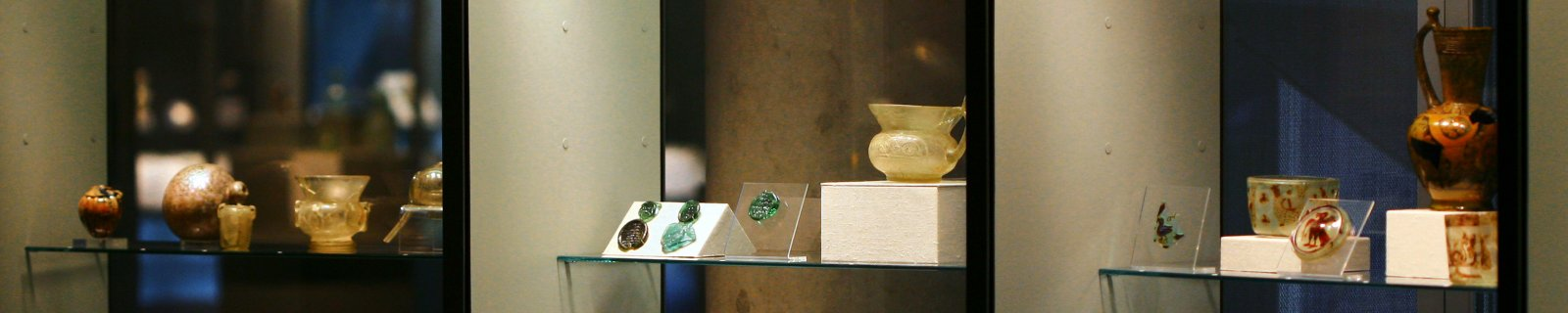 Glass in the Islamic World