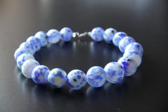 Bracelet with blue and white beads by Annukka Ritalahti