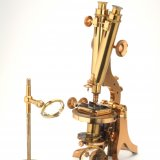 Binocular microscope, Henry Crouch, London, England, c. 1850-1875. Lent by Museum Boerhaave, Leiden, the Netherlands. Image Courtesy of Museum Boerhaave.