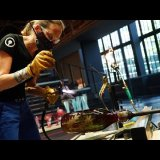 In Sparkling Company Hot Glass Live Stream with Helen Tegeler