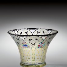 Vase with Birds, about 1916. Manufactured by Joh. Oertel & Co. and Glasfachschule Haida (Nový Bór). Glass, mold-blown, enameled, stained, and polished. H. 14 cm, Diam. 20.9 cm.  The Corning Museum of Glass (2005.3.9).