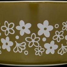 "1 Quart Pyrex Dish, ""Spring Blossom 1,"" Corning Glass Works, Charleroi, PA, USA, 1972-1981. 2010.4.348."